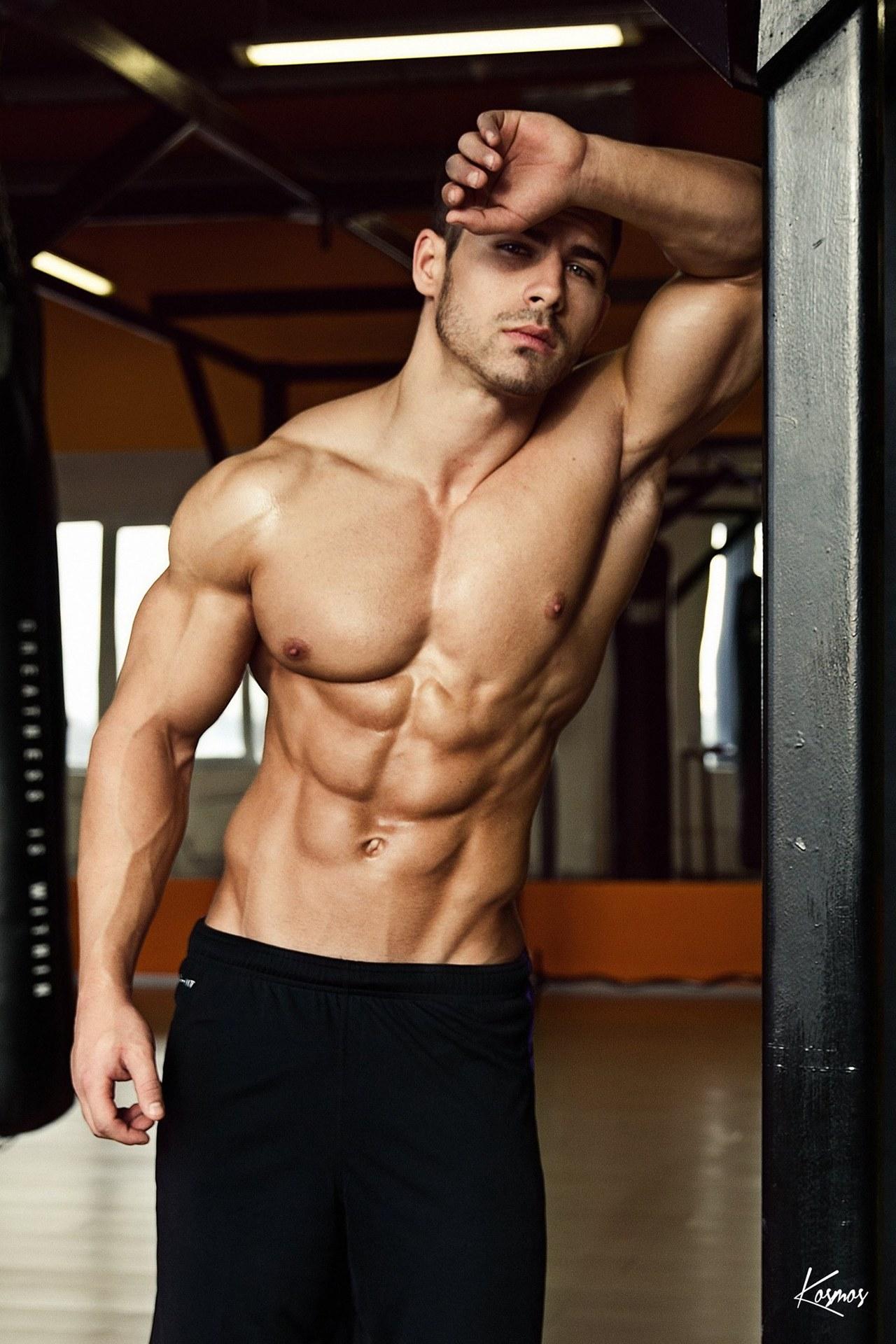 sportivnie-gey-parni