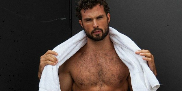 Manhunt Daily Wood: Walter Savage Is An Extremely Sexy Person